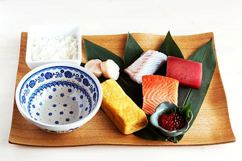 海鮮丼の材料/ポーリッシュポタリー