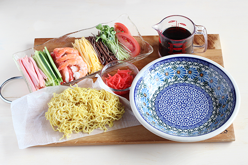 スーププレートで冷やし中華の材料/ポーリッシュポタリー