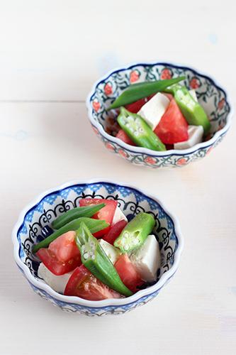 12cmボウルでオクラとトマトの中華風サラダ