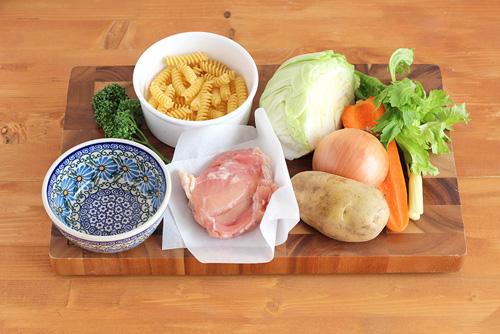 サラダボウルミニで食べるチキンスープ/ポーリッシュポタリー