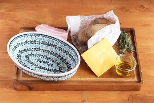 オーブンディッシュでハッセルバックポテト/ポーリッシュポタリー